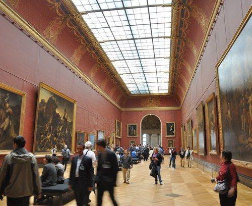 Wystawa obrazów w Luwrze