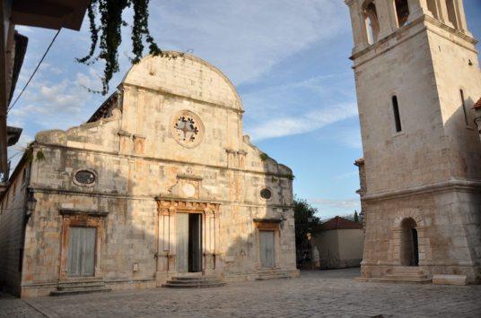 Jeden z 4 kościołów w miasteczku