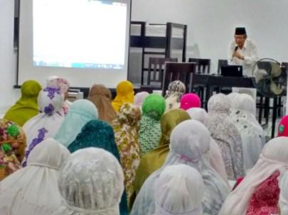 Prof. Dr. Azhar Arsyad, M.A, Mengajar langsung di Asrama