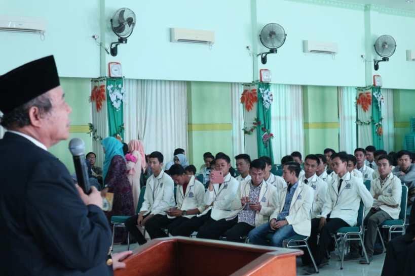 rektor-memberikan-sambutan