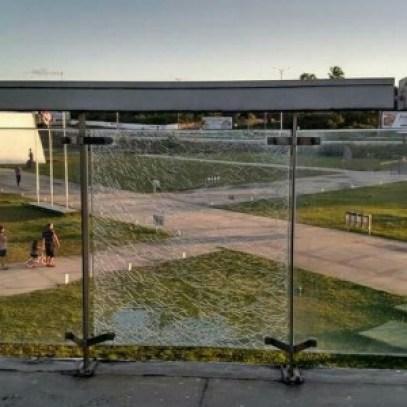 Sem manutenção da PMJP, vidros da rampa da Estação Ciência estão trincados
