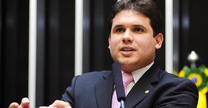 Folha de SP: Hugo Motta deve deixar MDB para assumir comando do PRB na Paraíba
