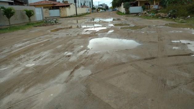 Chuva inunda Lagoa e causa transtornos nos Bancários e na Torre; veja vídeos