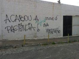 Torcida picha muro do Presidente Vargas em protesto contra má-fase do Treze
