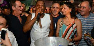 Tambiá Folia reúne multidão e vocalista Tatau anima foliões em noite inesquecível