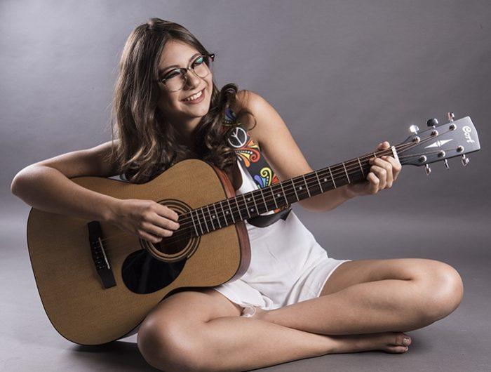 Amanda Lyra e Diógenes Ferraz cantam no projeto 'Capitão É Show', em JP