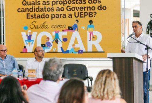 Lucélio participa de encontro com professores e servidores da UEPB
