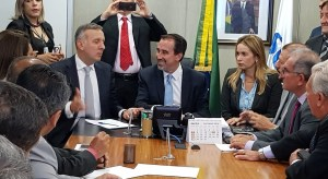 Aguinaldo e Daniella levam 20 prefeitos da Paraíba à reunião com ministro da Saúde