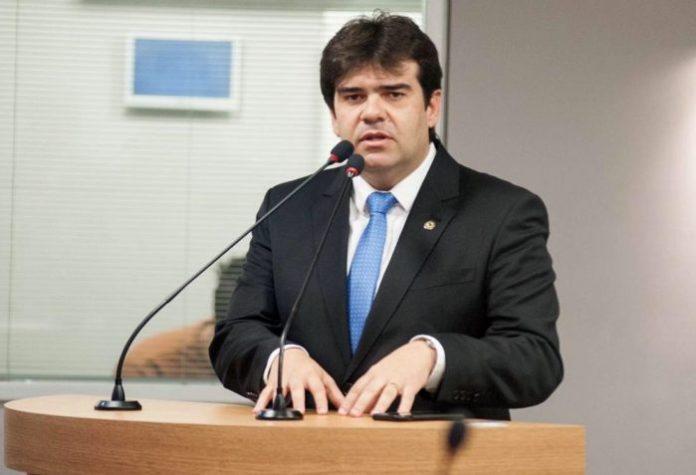 Eduardo Carneiro protocola duas Frentes Parlamentares no 1º dia de trabalho na ALPB