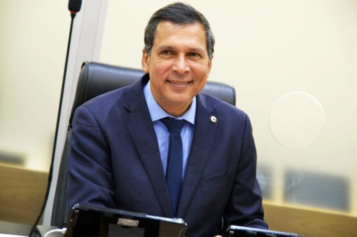Ricardo Barbosa quer restabelecer mais tempo para uso da tribuna da ALPB