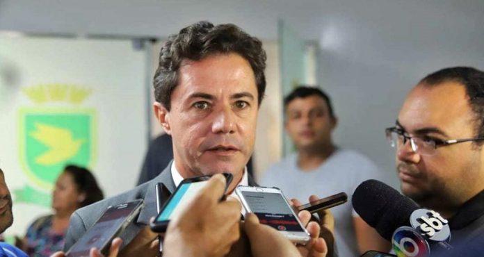 """Veneziano vê """"atropelos"""" e """"ações desastrosas"""" nos 100 dias de Bolsonaro"""