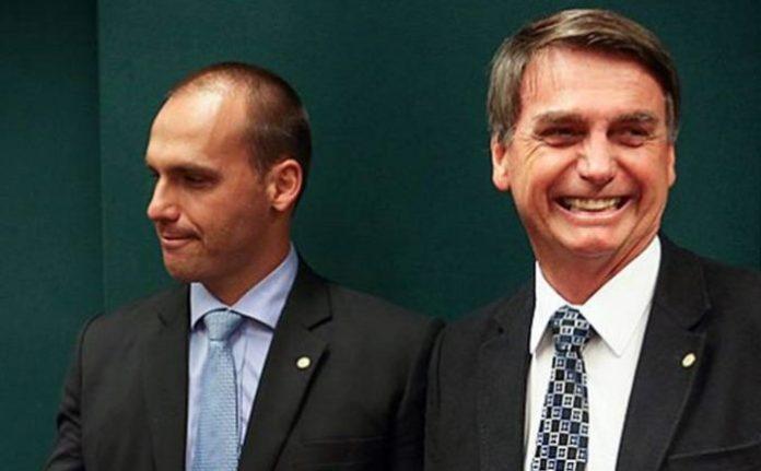 Conta da Caixa no Twitter posta vídeo com sátira a Bolsonaro pai e filho