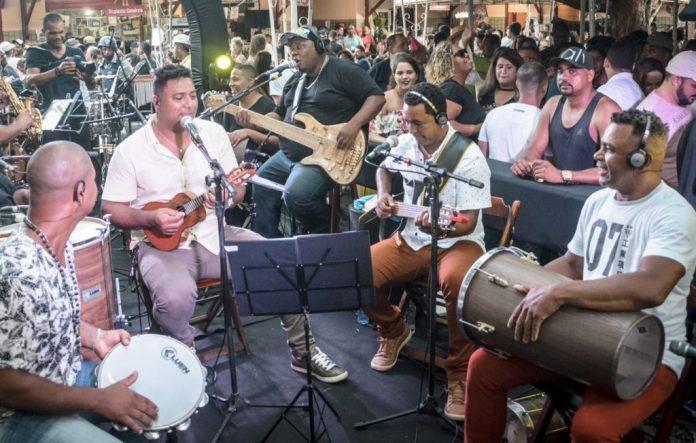 Grupo pernambucano SambaStar se apresenta no Sabadinho Bom, na Capital