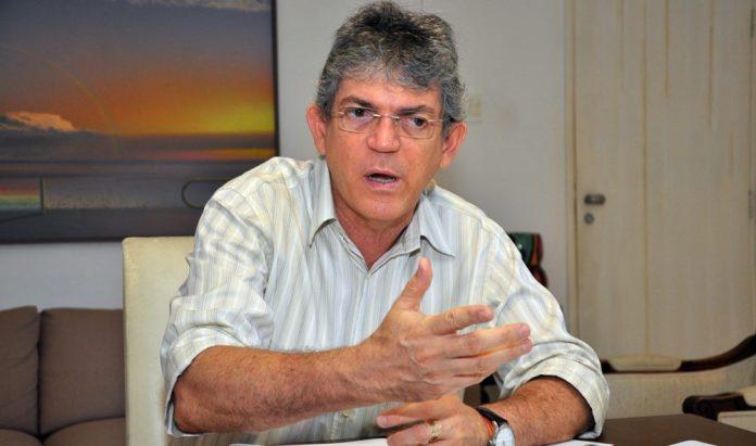 Ricardo Coutinho deixa presidência e comando do PSB paraibano troca de mãos
