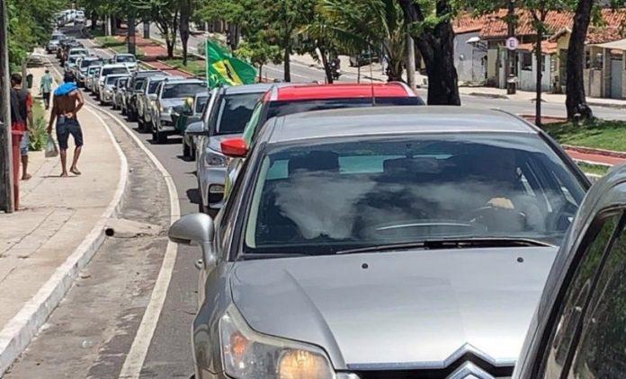 """Apoiadores de Bolsonaro ignoram alerta da OMS e se aglomeram na """"carreata da morte"""" em JP"""