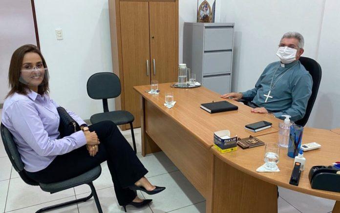 Ana Cláudia se reúne com bispo e expõe ações sociais e humanitárias para CG