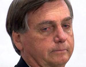 Bolsonaro vai às lágrimas durante homenagem ao paraibano Pinto do Acordeon