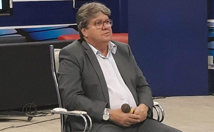 """""""Toda ação gera uma reação"""", diz João sobre exoneração de Luiz Couto"""