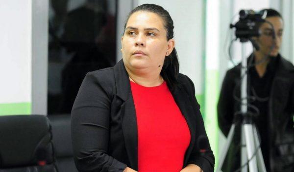 Luciene de Fofinho 'some' para não ser notificada sobre 'Aije da Sopa'