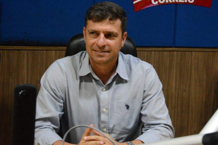 Vítor Hugo grava vídeo pedindo para morador de Cabedelo que vota em JP apoiar Cícero