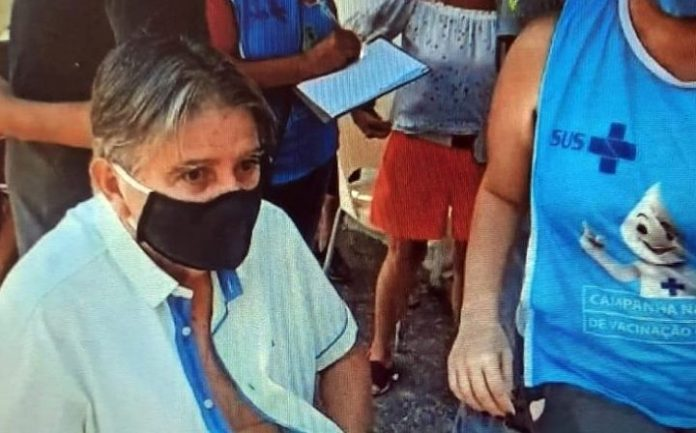 """Covid: """"Um dia de graças"""", diz Professor União após ser vacinado em JP"""