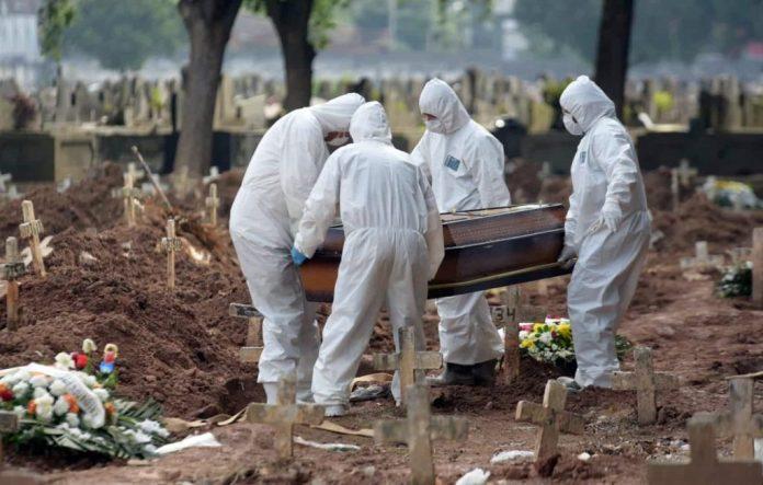 Brasil bate novo recorde e registra 4.249 mortes por Covid-19 em 24h