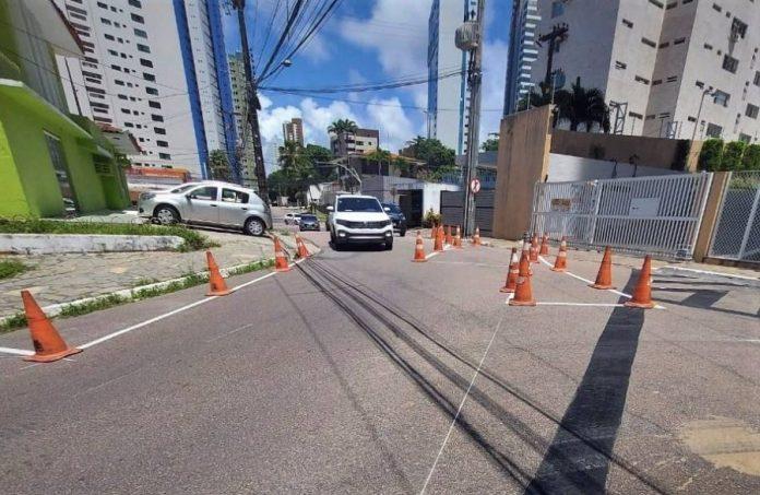 Semob sinaliza vias do Jardim Luna e renova placas de três bairros de JP