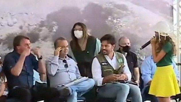 Em evento no RN, Bolsonaro pede para menina de 10 anos retirar máscara