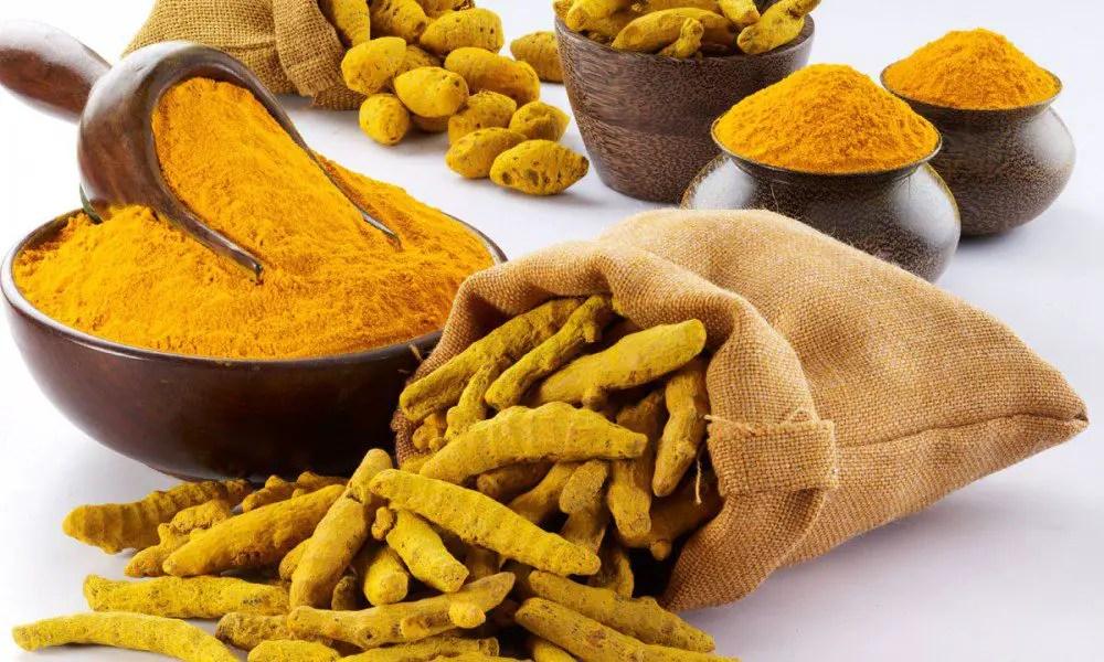 Açafrão:- Especiaria muito usada na cozinha e usos medicinais