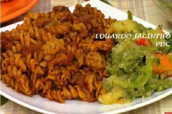 macarronada-com-frango-e-legumes-na-manteiga
