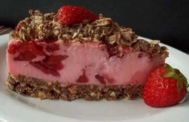 torta-de-bis-com-morango