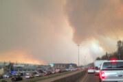Suman 80 mil evacuados en Canadá por incendios