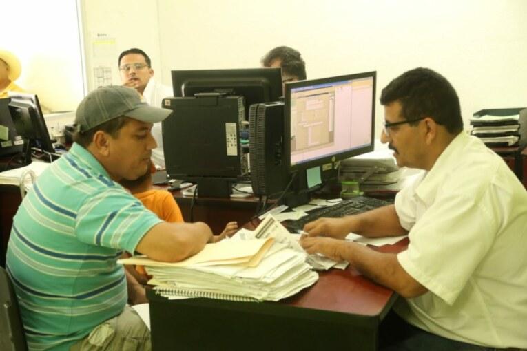 Agradecen usuarios a Andrés González atención de SEAPAL