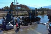Fuga de aguas residuales genera cierre de avenida y vertimiento de agua al estero El Salado