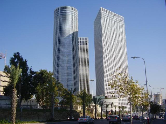 PikiWiki_Israel_15638_Azrieli_Towers_in_Tel_Aviv