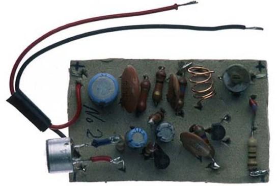 Transmisor de Radio: Lo instalaban en los cuartos de los guardias para saber los turnos de revisión de celdas.