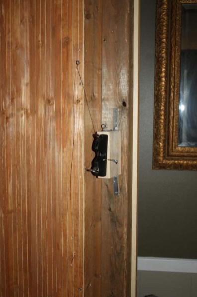 La cuerda que abre la puerta secreta.