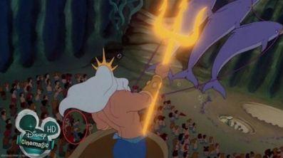 La Sirenita Ariel - Goofy es uno de los invitados al espectáculo.