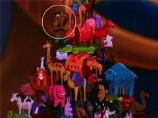 En Aladino - Vemos que La Bestia es uno de los juguetes del Sultán.