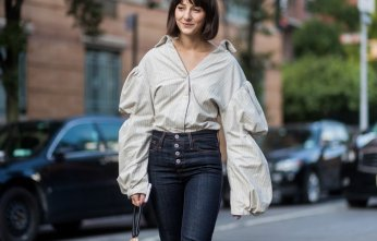 NEW YORK, NY - SEPTEMBER 07: A guest seen wearing a blouse with wide puffy sleeves in the streets of Manhattan outside Creatures of Comfort during New York Fashion Week on September 7, 2017 in New York City (Photo by Christian Vierig/Getty Images)