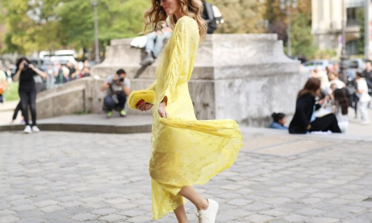 you-want-look-more-feminine-choose-minimalist-sneakers