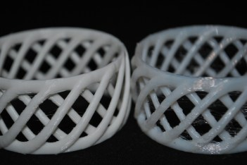 3D print with PLA (left) and FlexPLA (right) without supports © parametric | art