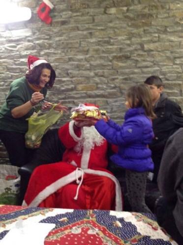 Άγιος Βασίλης έφτασε γεμάτος δώρα
