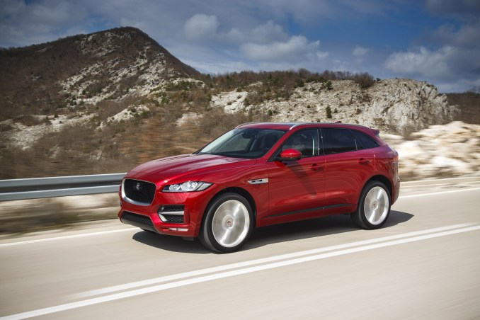 Jag_F-PACE_Drives_ItalianRacingRed_2.0D_R_Sport_280416_19