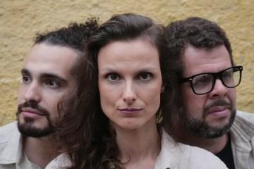 """Os Alacantos se unem a Leandro Tavares e homenageiam Marcelo Camelo em EP """"De Dentro da Solidão"""""""
