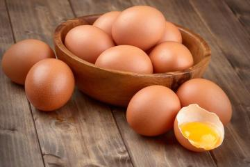 Arthur do BBB 21 diz comer cerca de 20 ovos por dia; saiba se a prática é recomendada