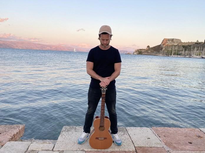 """Andy Keels revela """"Caroline"""", último single de seu primeiro álbum solo"""
