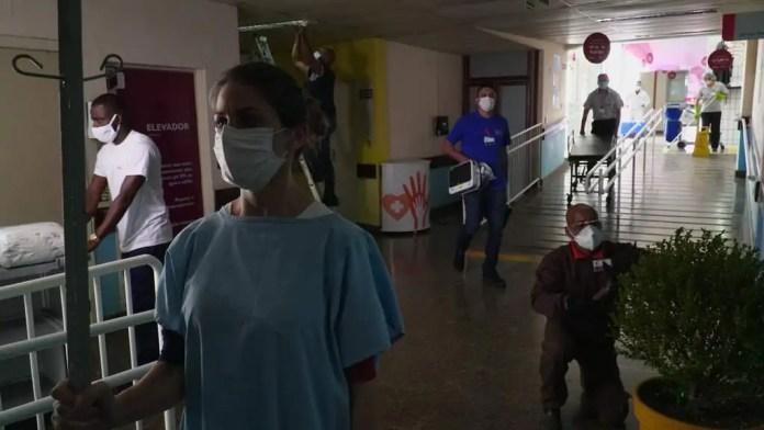 Dia do Hospital (2/7): linha de frente do combate à pandemia vai das UTIs até a recepção