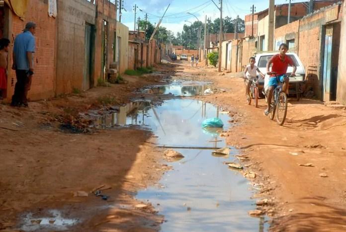 Desde janeiro, Brasil despejou mais de 1 milhão de piscinas olímpicas de esgoto sem tratamento na natureza