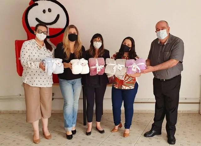 Pacientes do HC recebem mantas com tecido doado pela Daju
